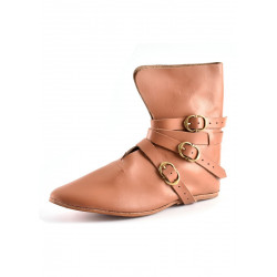 Senmedeltida skor med spännen